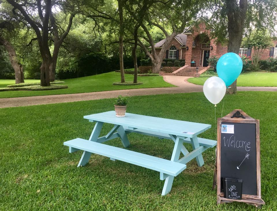Table Transfer: one woman gives her Turquoise Table to a neighbor when her family moves. One table. Two owners. Countless new relationships in a neighborhood in Belton, Texas | kristinschell.com