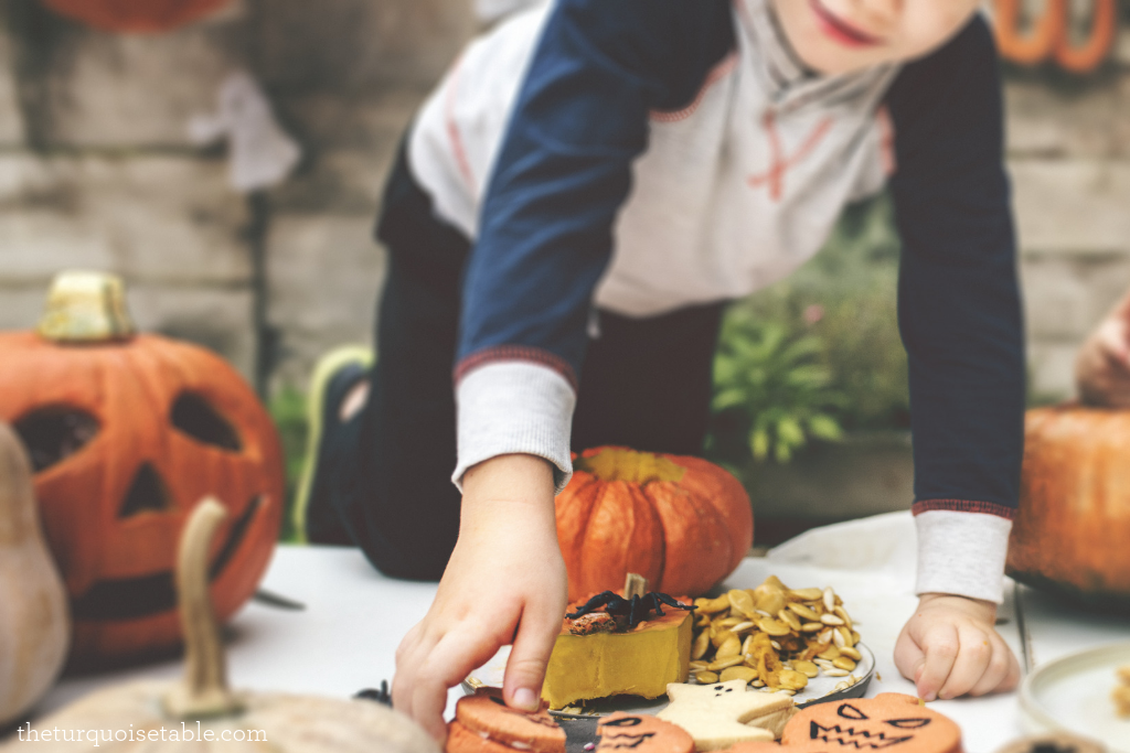 10 Ways to Engage Your Neighbors at Halloween
